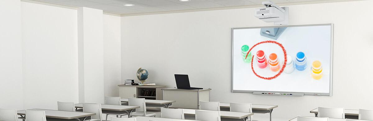 Des cours interactifs simplifiés - des vidéoprojecteurs Casio à économie d'énergie